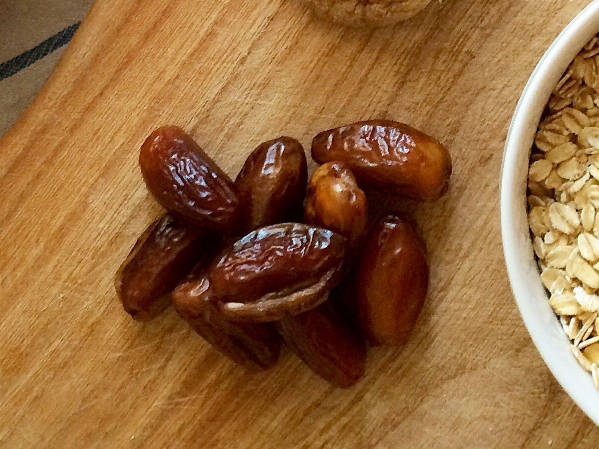 A hand full of dates