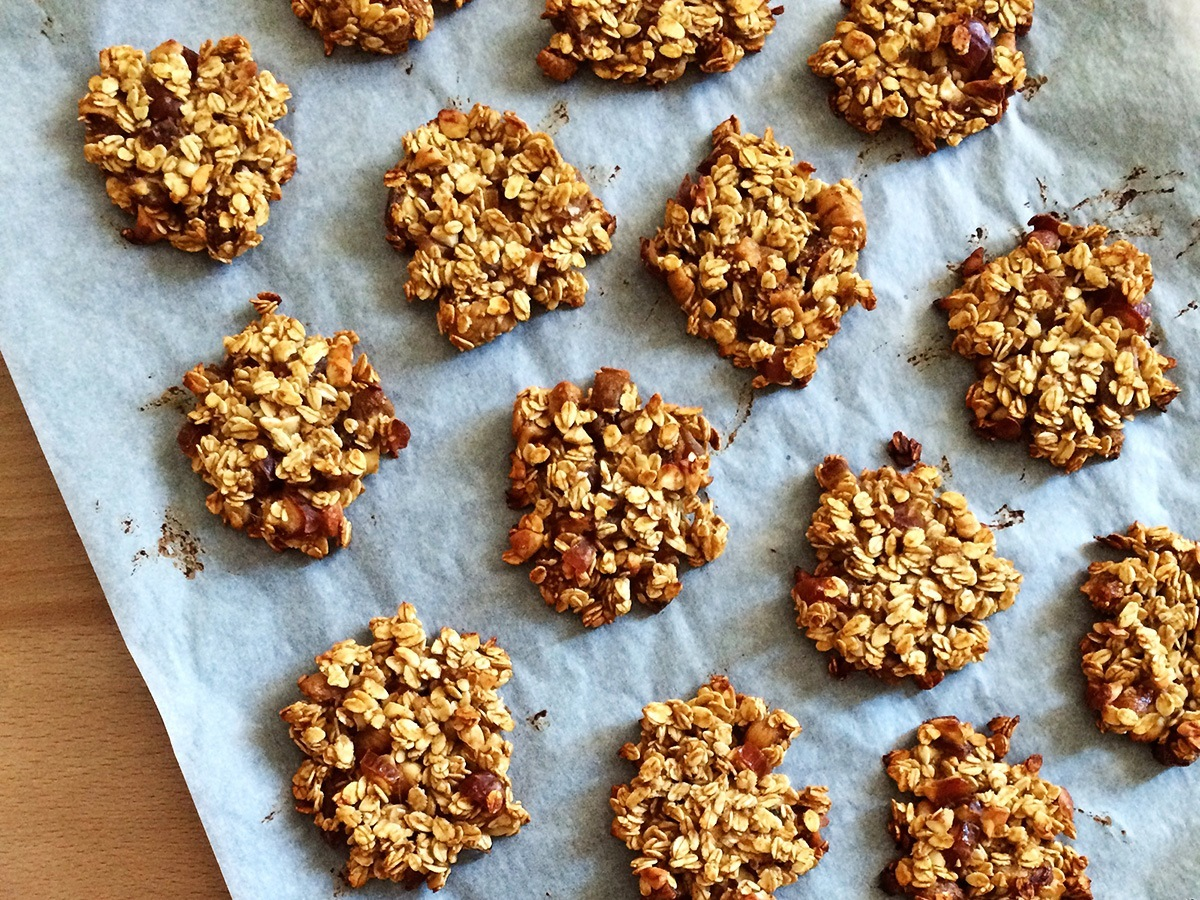 Oats & Apple Sauce Breakfast Cookies